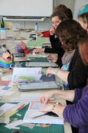 Bunte Scrapbooks im Workshop von Barbara Haane.